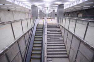 Lối lên xuống các tầng của nhà ga